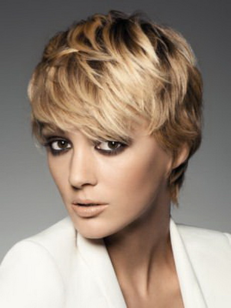 exemple coiffure femme cheveux courts 2014