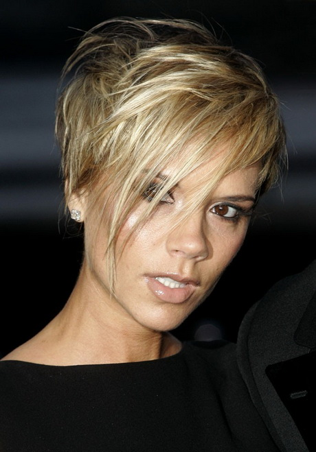 Coupe cheveux court brune - Coupe courte blond platine ...