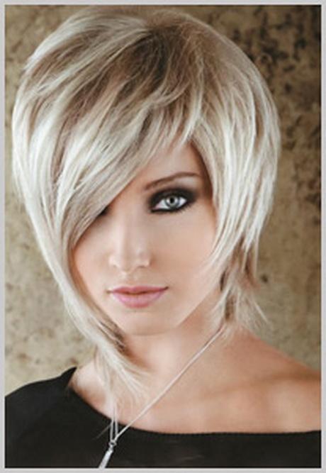 Coupe cheveux mi court femme