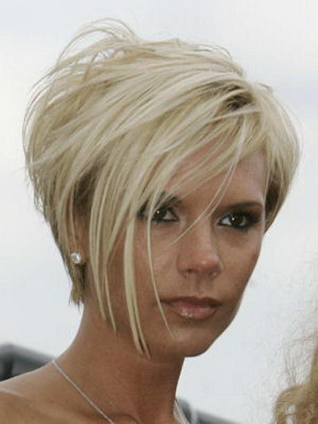 Elle abandonne ses longs cheveux pour une coupe ultra courte et blonde ...