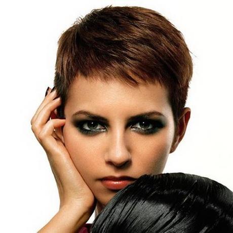 Model coupe courte femme