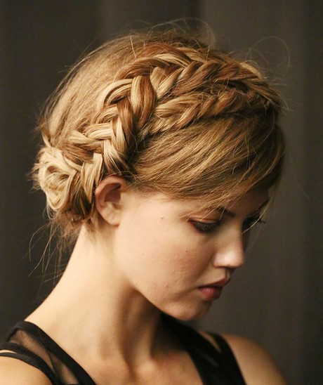 Coiffure nattes couronne - Coiffure couronne tressee ...