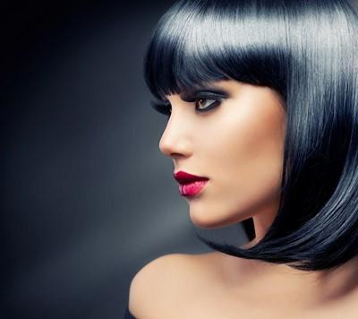 Coupe carr plongeant noir for Coupe cheveux californienne