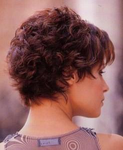 Coupe cheveux très courts frisés