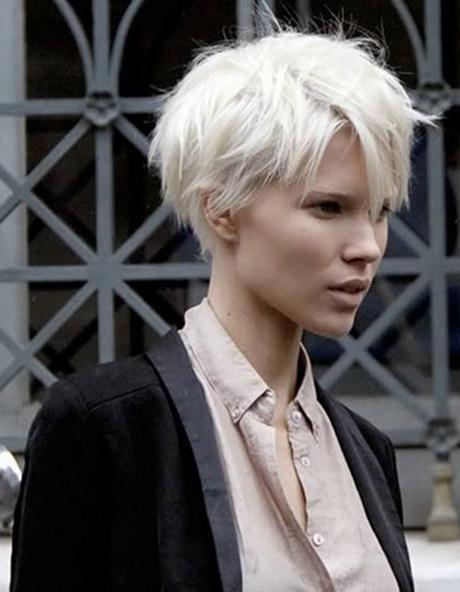Coiffure courte pour cheveux blancs