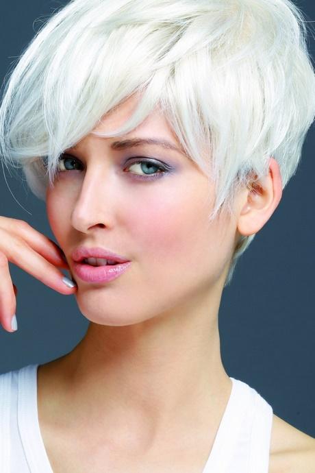 Coiffure femme cheveux blancs - Coiffure coupe garconne femme ...