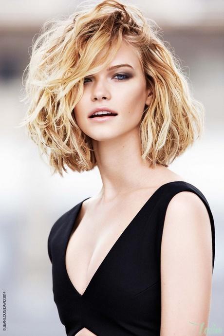Coupe cheveux fris s visage rond - Carre plongeant frise visage rond ...