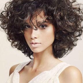 Coupe courte permanente - Cheveux frises coupe courte ...