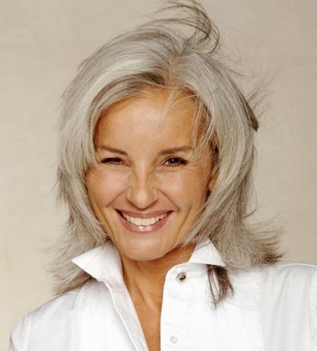 Coupe pour cheveux blancs for Coupe femme cheveux blond gris