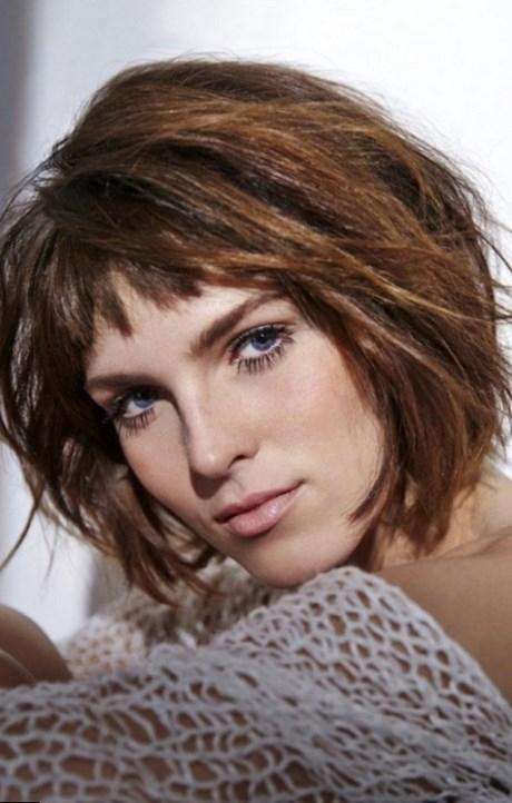 Coupe de cheveux femme carr avec frange for Coupe de cheveux test avec photo
