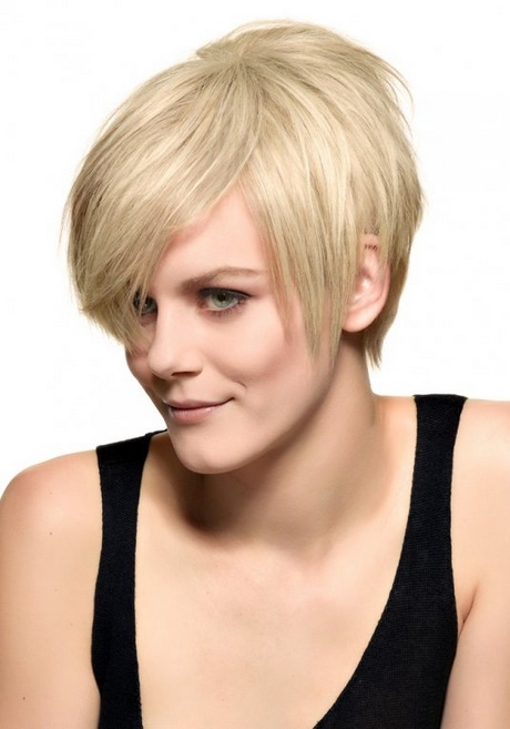 Coupe cheveux fins raides visage rond - Carre plongeant frise visage rond ...