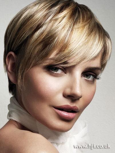 Coupe de cheveux femme visage rond cheveux fins