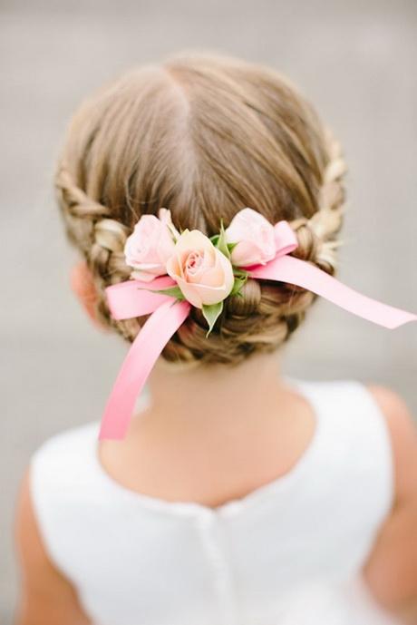 Coiffure ceremonie enfant - Coupe de mariage pour petite fille ...
