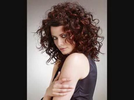 Coiffure cheveux fris s femme - Cheveux frises mi long ...