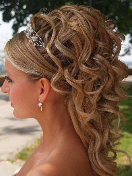 coiffure mariage cheveux longs chignon boucl. Black Bedroom Furniture Sets. Home Design Ideas