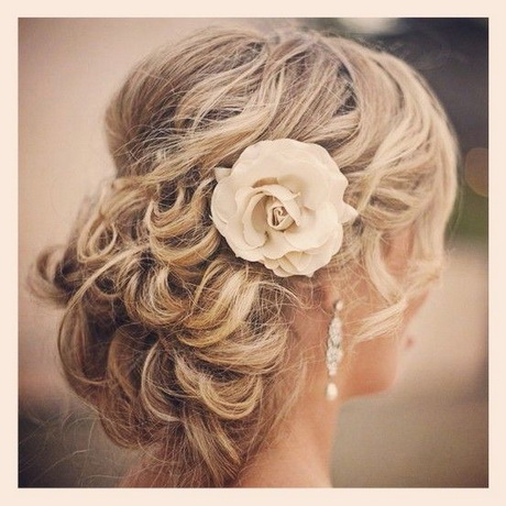 coiffure pour mariage cheveux long chignon. Black Bedroom Furniture Sets. Home Design Ideas