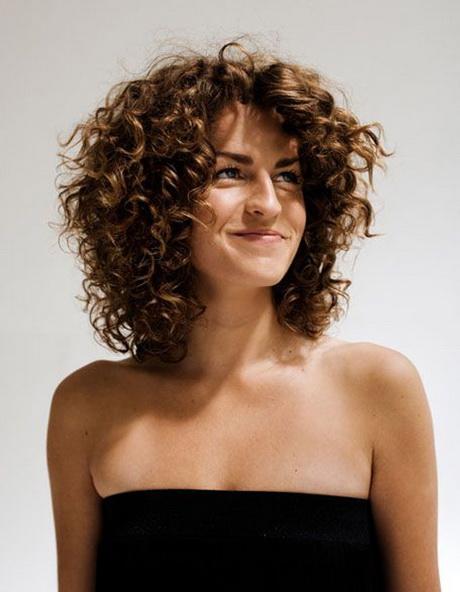 Coupe cheveux ondulés femme
