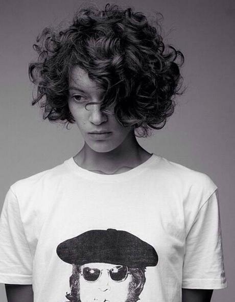 Modele coiffure frisee
