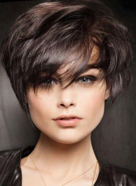 Coupe de cheveux court 2017 visage rond