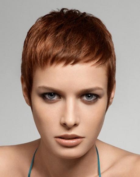 Coupe de cheveux courte pour visage rond