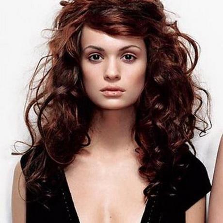 Coupe de cheveux long bouclé femme