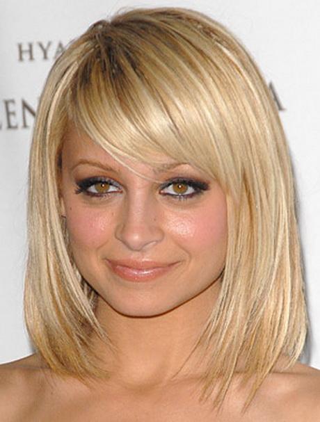 Coupe de cheveux mi long avec meche blonde