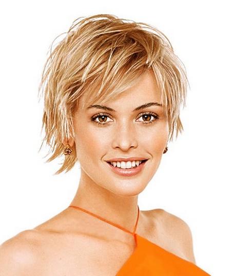 Coupe courte cheveux fins visage rond