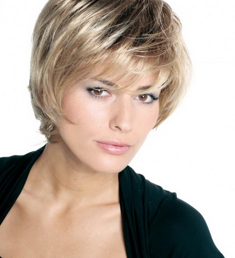 Modèle de coupe courte femme cheveux fins
